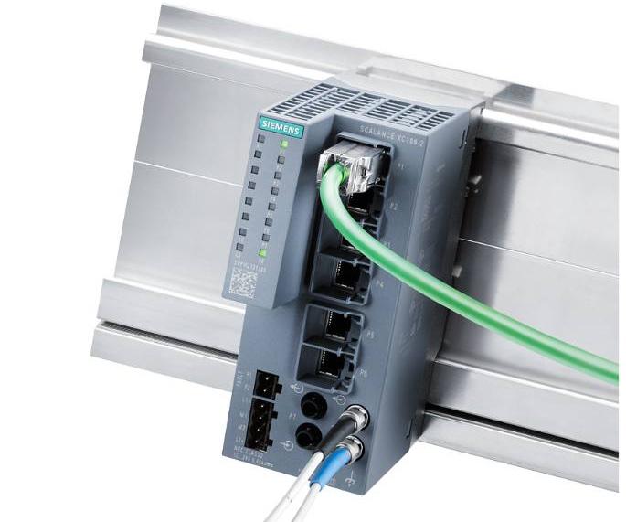 SCALANCE XC106-2 auf einer Profilschiene montiert