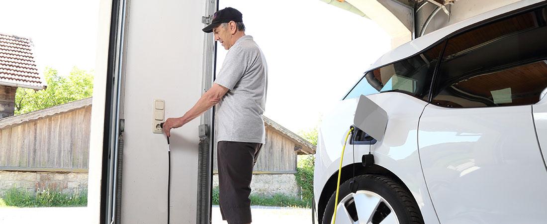 Ladung von E-Auto in Garage
