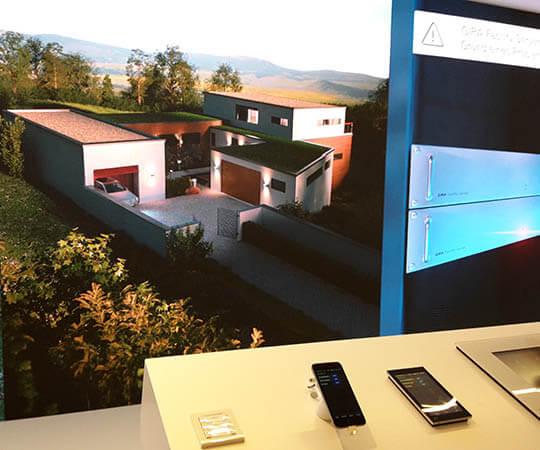 Gira - Steuerung Smart Villa mit Smartphone oder Panel