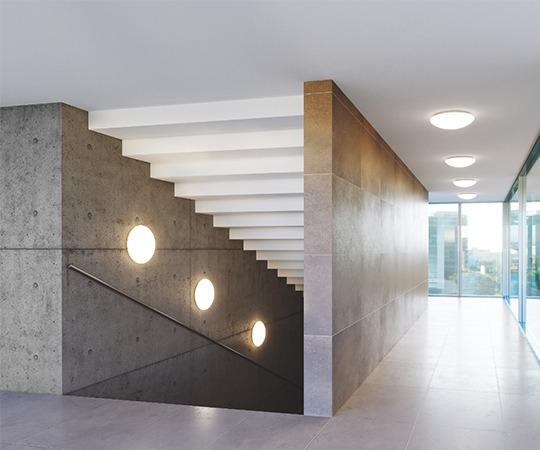 Wand-und Deckenleuchten von LEDVANCE im Flurbereich