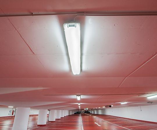 OSRAM SubstiTUBE<sup>®</sup> LED-Röhren von LEDVANCE Tiefgarage