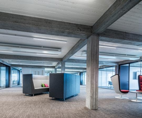 linearen Lichtsystemen in modernen Bürowelten. - E-Line Next LED
