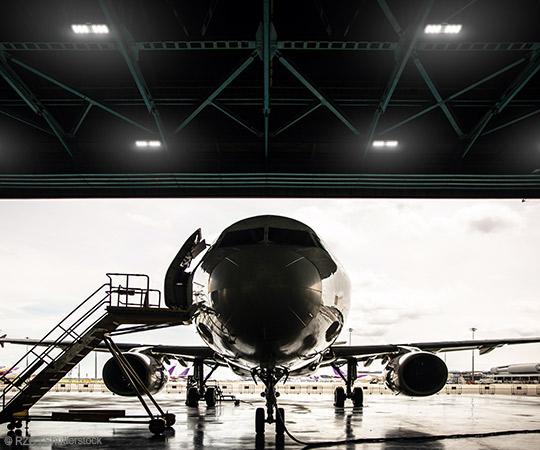 Industriebleeuchtung Flugzeughalle